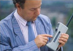 Motorola Posts Q2 Profits, Sales Cut in Half