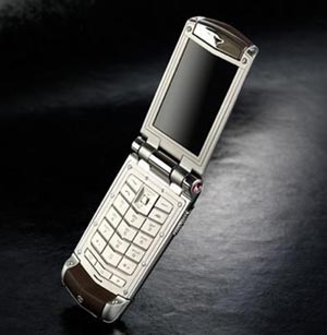 vertu Classy Goes Clamshell with Vertu Constellation Ayxta