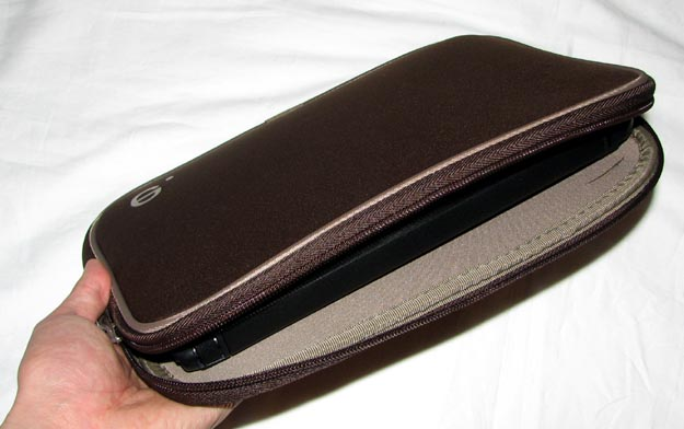 beezlarobe-5 REVIEW - Be.ez LA robe Netbook Sleeve