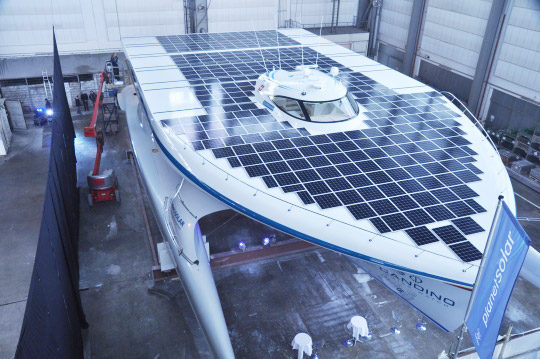 PlanetSolar01_540x359 PlanetSolar 100' catamarn has 38,000 photovaltaic solar cells, set to sail in March
