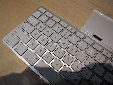 ipad-blankkey-wired Mystery blank key discovered on Apple iPad keyboard dock