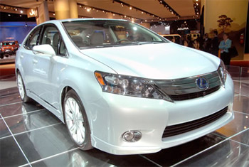 toyota-recall Toyota to fix software glitch in 2010 Prius and Lexus HS 250h