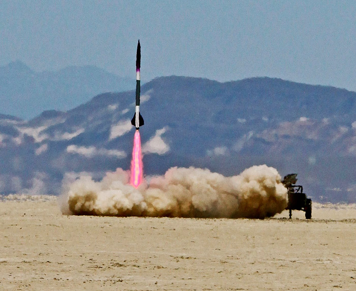 nexus-one-blastoff Rocket group blasts Nexus One smartphone into space (Video)