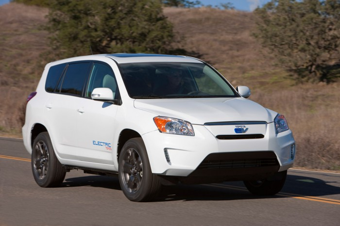 H8E6294-700x466  Toyota RAV4 EV debuts with help from Tesla Motors