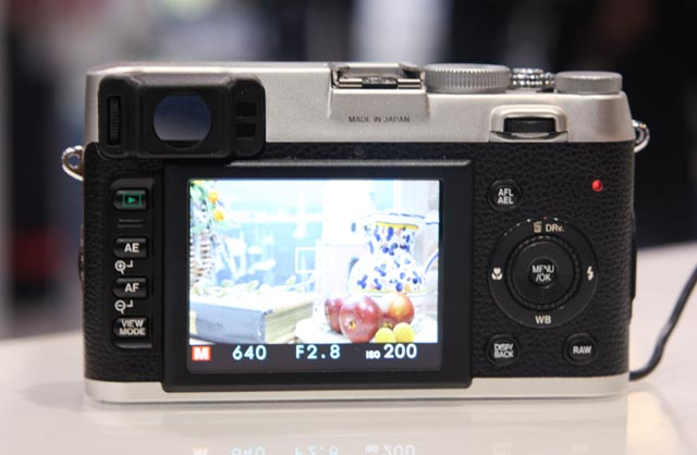 fujifilm_x100-03 FUjifilm brings FinePix X100 35mm looking retro 12MP digital shooter to CES
