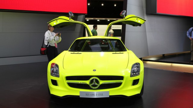 slsamge-cell-23-640x359 Mercedes' SLS AMG E-cell Gullwing will be in production for 2013