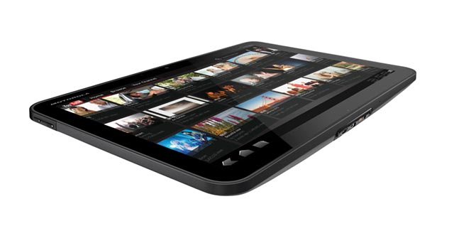 xoom-4 Motorola XOOM enters the market as first Honeycomb tablet