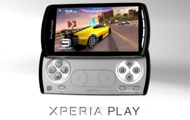 xperiaplay1 Sony Ericsson XPERIA Play makes debut with human thumbs