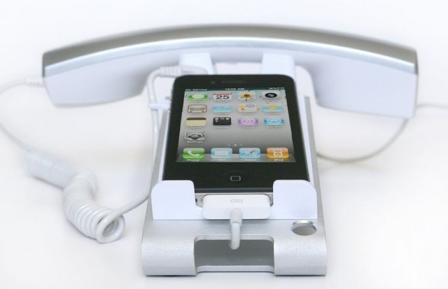 iclooly-0-640x413 iClooly Desktop Phone Dock for iPhone and Android a Good Call