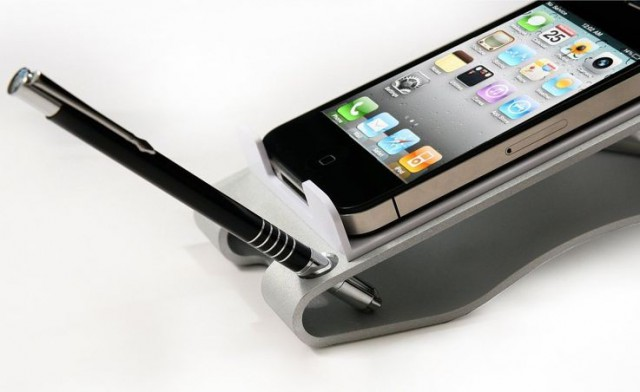 iclooly-1-640x392 iClooly Desktop Phone Dock for iPhone and Android a Good Call