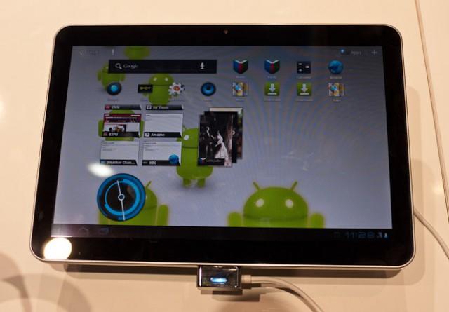"tab101-1-640x445 Samsung Galaxy Tab 10.1 Deemed ""Inadequate"" By Own VP"
