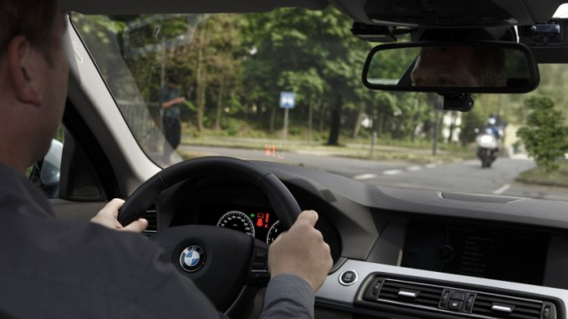 bmw-left-turn-assistant-640x359 BMW Hopes to Prevent Collisions With Left Turn Assistant