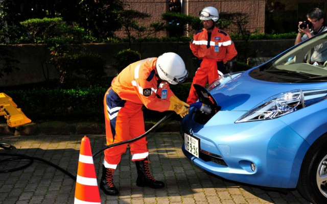 nissan-leaf-mobile-charger2-1024x640-640x400 Japan's Roadside Service Cars Offer EV Charging to Curb Range Anxiety