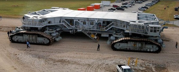 Picture-32  NASA Space Shuttle moved by 2700-ton Crawler Transporter