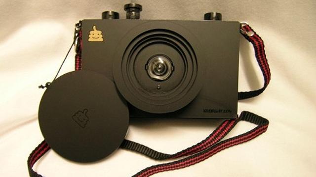 lasercutcamera1 The KDS-POTO2 – a 100% Homemade Camera