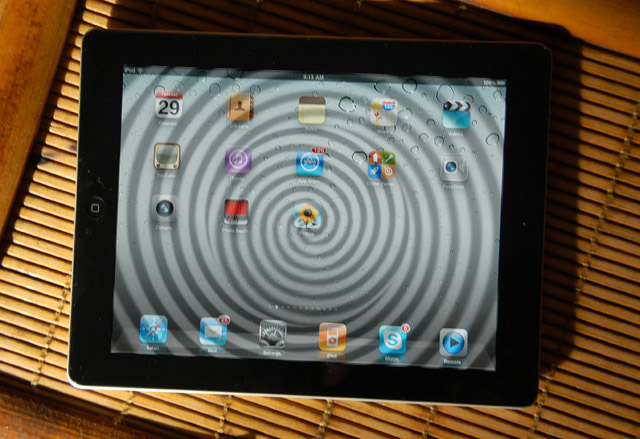 apple-ipad2-review  Apple gears up for an early 2012 launch of iPad 3 tablet