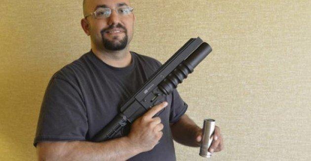 camera-grenade-launcher Military grenade launcher shoots wireless camera
