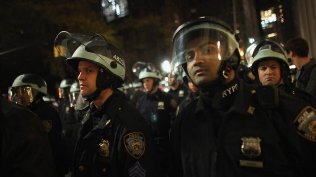 raid-640x360 Mobile Devices Capture NYPD Raid On Occupy Wall Street Protestors