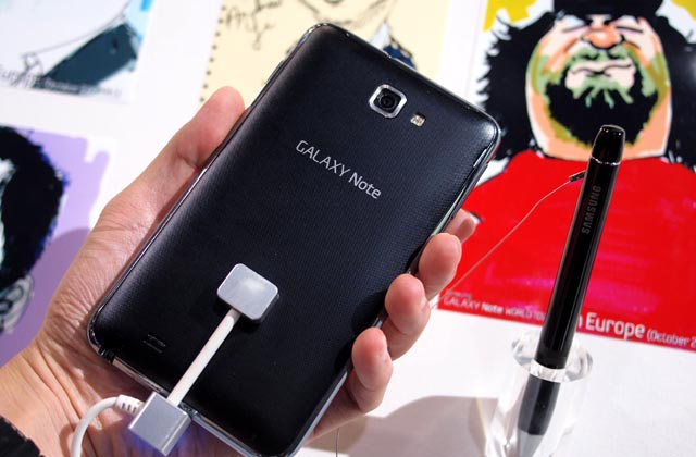 galaxynote-2 CES: Hands-On With Samsung's 5.3-inch Galaxy Note