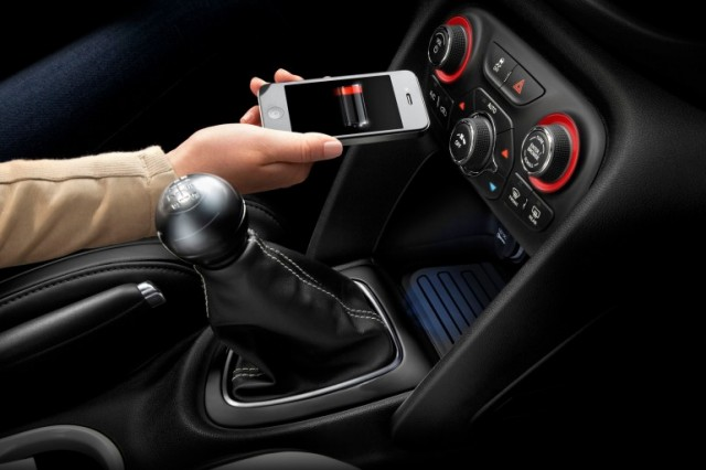 120412-chrysler1-640x426 In-Vehicle Wireless Charging System in Chrysler Cars This Year (Video)