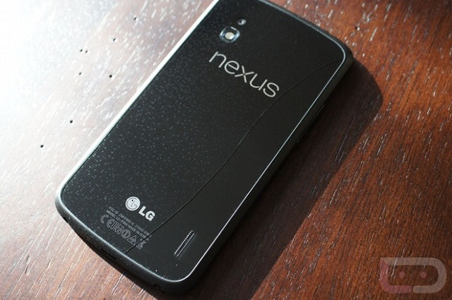 lg-nexus-4-cracked LG Nexus 4 Experiencing Cracking Problems Due to Glass Backing
