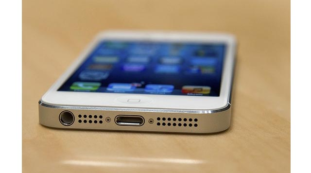 "iphone-5-pre-sales-reach-100000-in-China Apple ""iPhablet"" to make an appearance in 2014?"