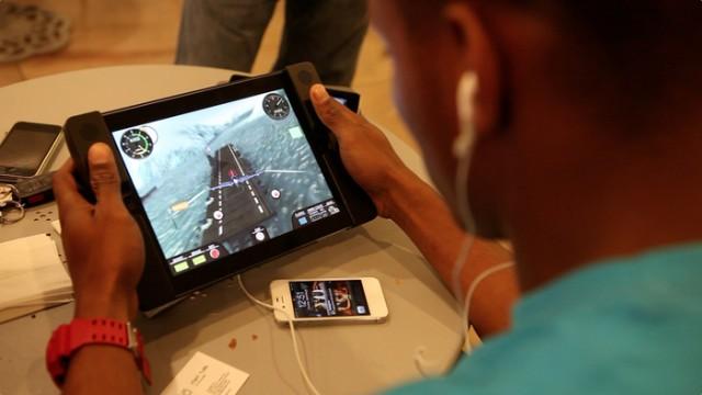 130123-audojo-640x360 Audojo Gaming Case for iPad Adds Dual Analog Sticks (Video)