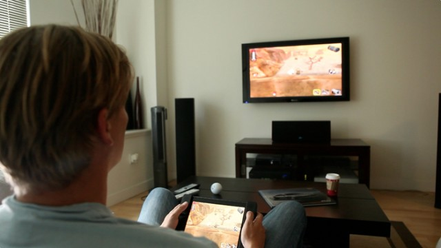 130123-audojo2-640x360 Audojo Gaming Case for iPad Adds Dual Analog Sticks (Video)