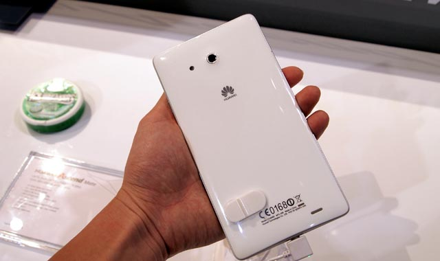 1P1097974 Hands-On with the 6.1-Inch Huawei Mate Android Smartphone