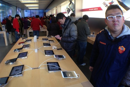 beijing_sanlitun_ipad_mini_launch Cellular iPad mini and 4th-gen iPad arriving in China on Friday
