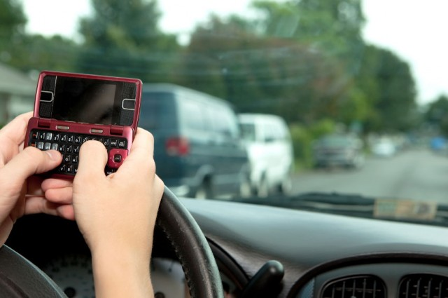 texting-while-driving-640x425 New Research Indicates Voice-to-Text Driving Could Be Just As Dangerous As Regular Texting
