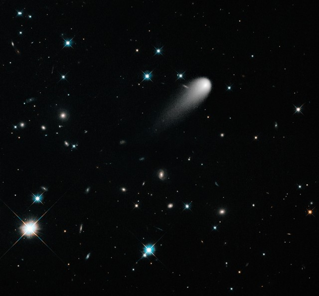 130726-comet-640x593 Hubble Captures Stunning Photo of Comet ISON