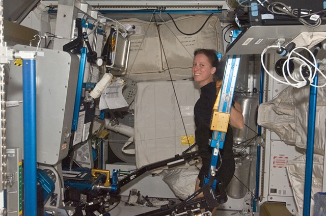 space-squats How To Exercise In Space (Video)