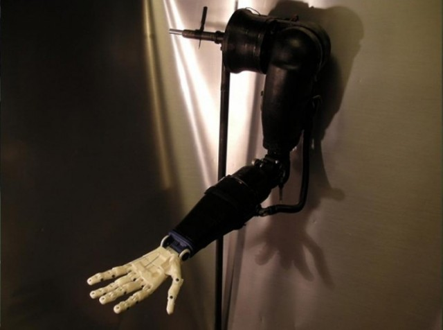130813-prosthetic2-640x476 Teen Uses 3D Printer to Make Robotic Prosthetic Arms for $500