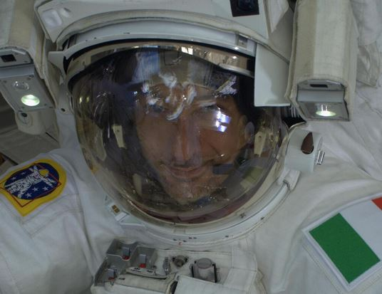 130821-nasa Astronaut Almost Drowns in Space, Lives to Blog About It