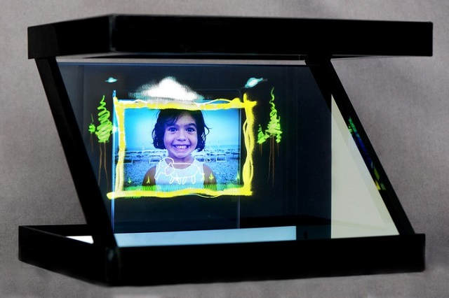 holho-zed-picture-frame Holho: Change Your Smartphone Or Tablet Into A 3D projector (Video)