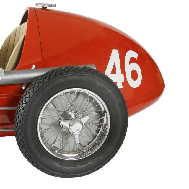 Ferrari-500-F2-handmade-reproduction-model-3-640x640 Ferrari Carbon Fiber Handmade Chess Set Can Be Yours For $2,012