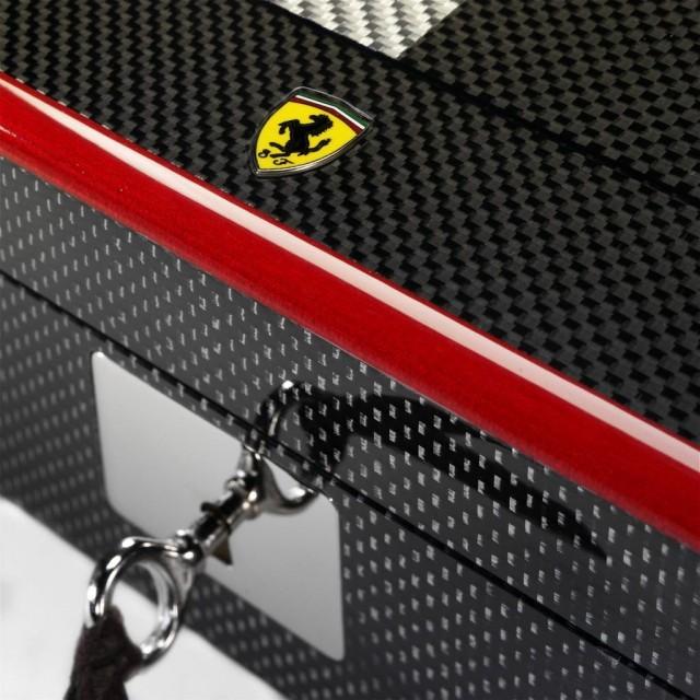 Ferrari-carbon-fiber-chess-set-5