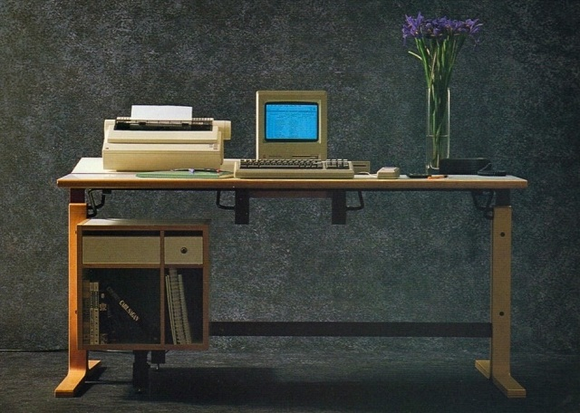 apple-desk