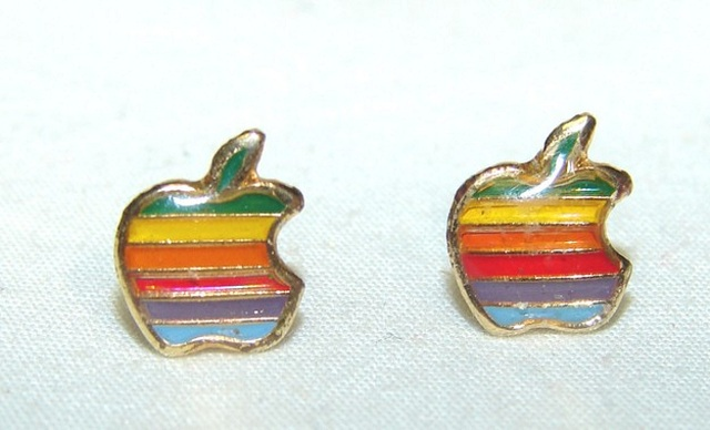 apple-earrings