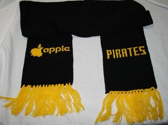 apple-scarf