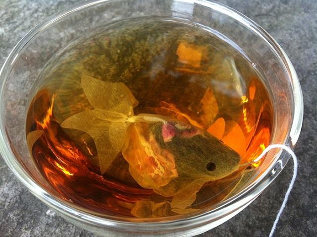 gold-fish-tea-bag-charm-villa